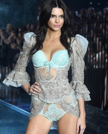 kendall-jenner-caitlyn-pissed-victorias-secret-fashion-show-ftr