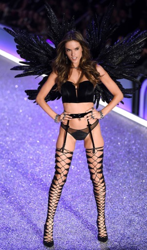 victorias-secret-fashion-show-2016-20