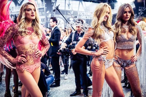 victorias-secret-fashion-show-2016-ss08-risegr-600x400